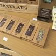 Čokolády a kozmetika v stánku Chocolats
