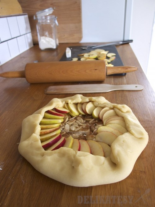 Nato plátky jabĺk a pozahýňať okraje