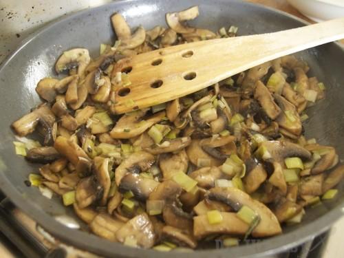 Šampiňóny na póre, rozmaríne a masle