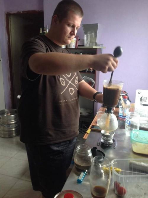 Peter Ondrejka laboruje s kávou