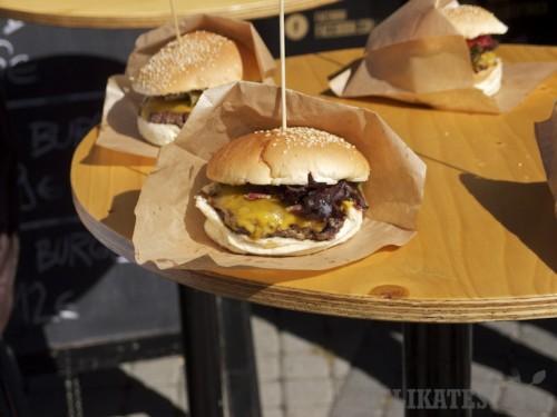 Hamburger z Lokal u nás
