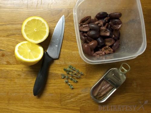 Olivy, ančovičky, citrón a materina dúška