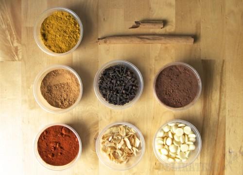 Škorica, údená paprika, klinčeky aj sušený cesnak