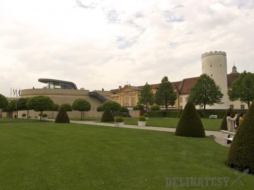 Pohľad na bastión a opátstvo zo záhrad