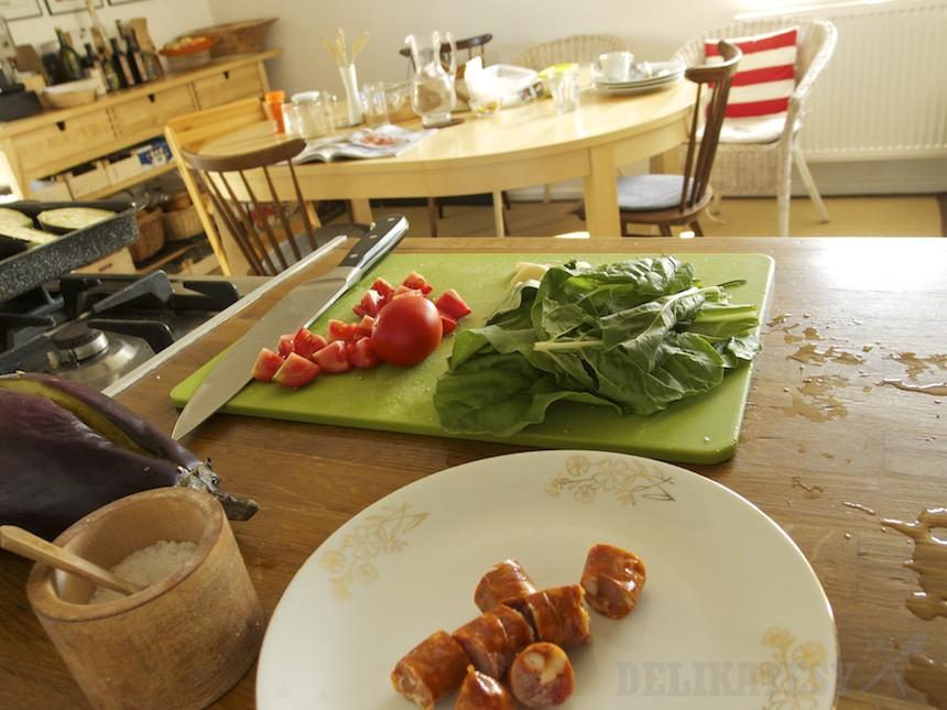 Mangold, rajčiny a klobáska