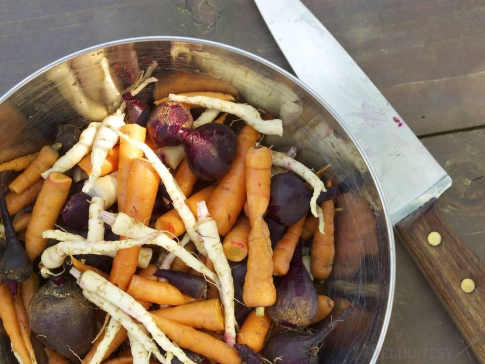 Očistená mrkva, petržlen a cvikla